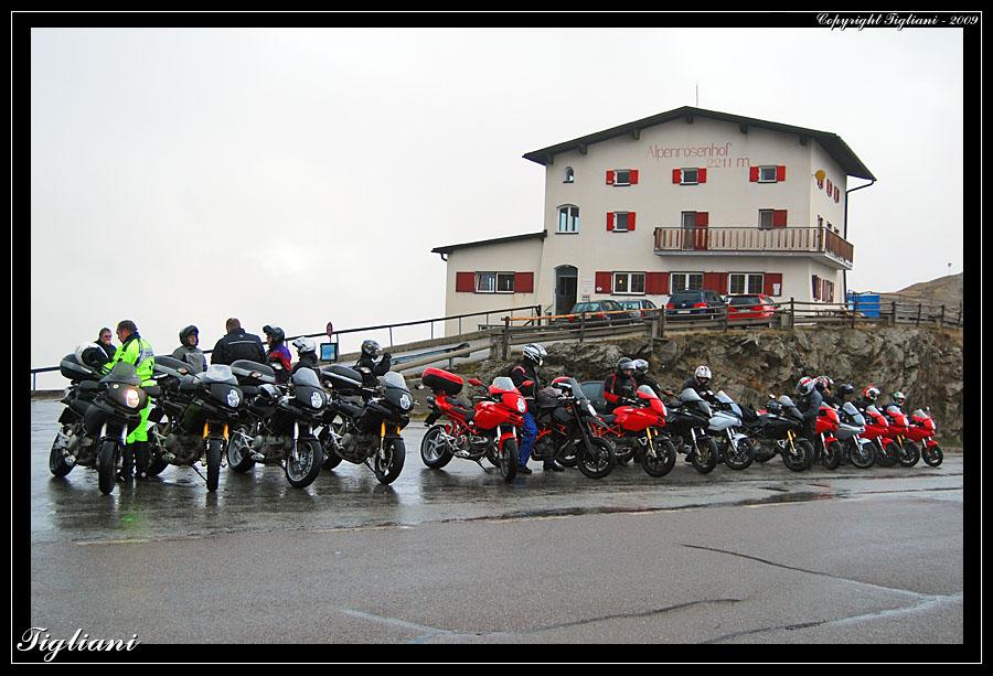 [IMG]http://www.tigliani.com/Multistrada/Torggelen2009/2283.jpg[/IMG]